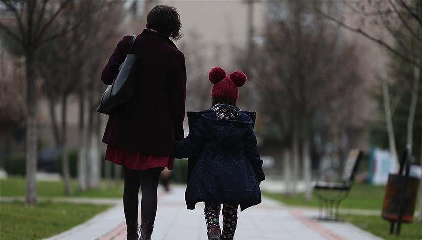 Bakan Selçuk: Çalışan annelere bakıcı desteği 300 euroyaçıkarıldı (Bakıcı desteği başvurusu nasıl yapılır?)