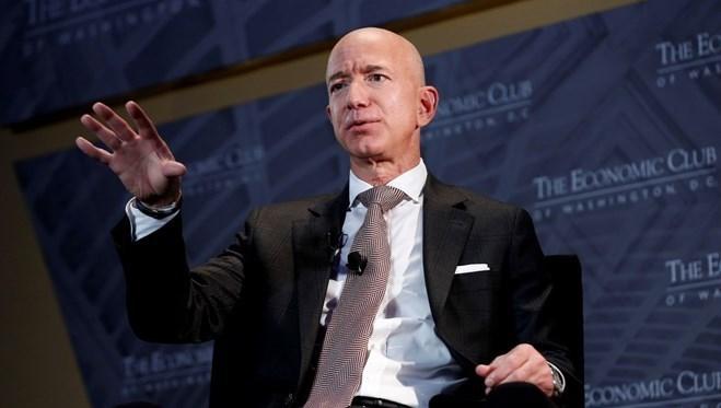 182 milyar dolar kişisel serveti ile dünyanın en zengin insanı olan Jeff Bezos,yılın üçüncü çeyreği itibariyle görevini Andy Jassy