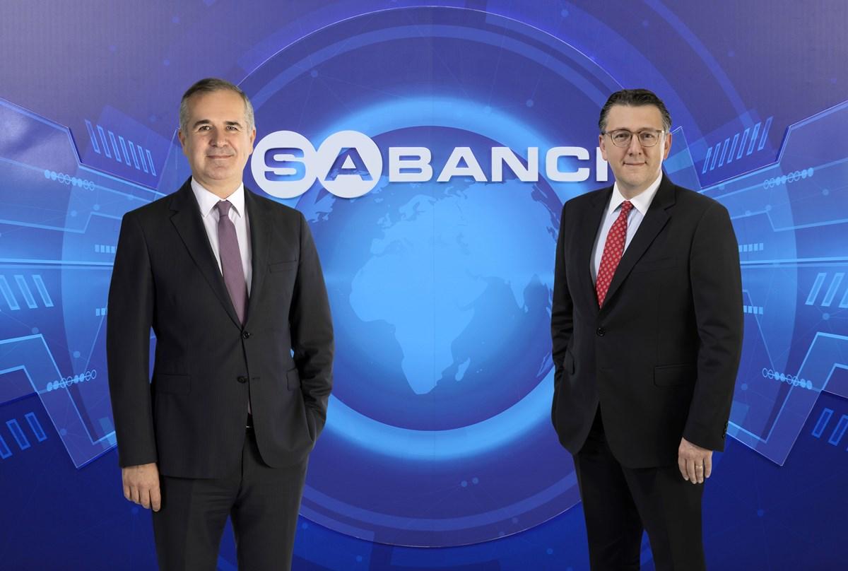 Sabancı Holding Üst Yöneticisi (CEO) Cenk Alper (solda) ve Sabancı Holding CFO