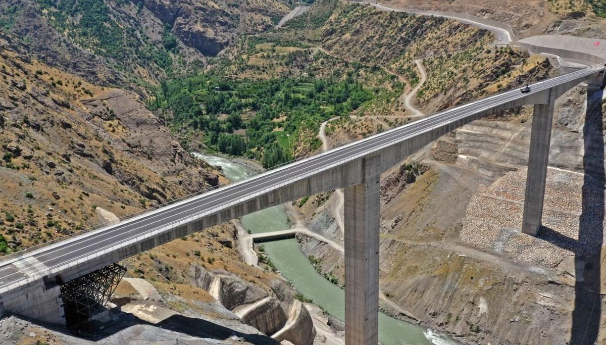 <div>Türkiye'nin en yüksek köprüsü Botan Çayı Beğendik Köprüsü</div><div>açılıyor</div>